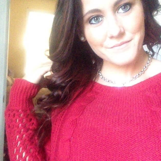 Jenelle Evans Spots a Cameraman at Her House! (PHOTO)