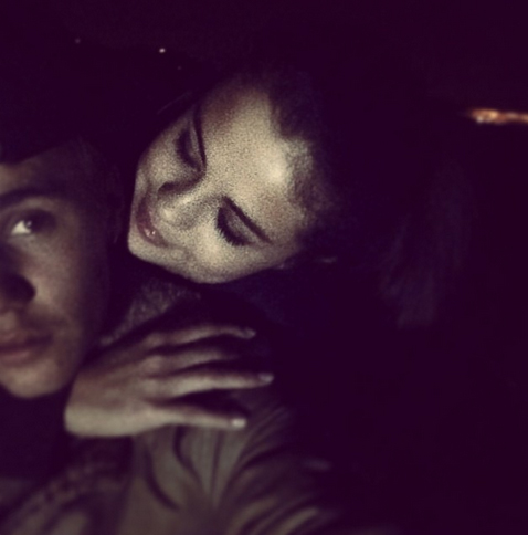 """Justin Bieber Attends Selena Gomez's Concert, Tweets About Her """"Great Show"""" (VIDEO)"""