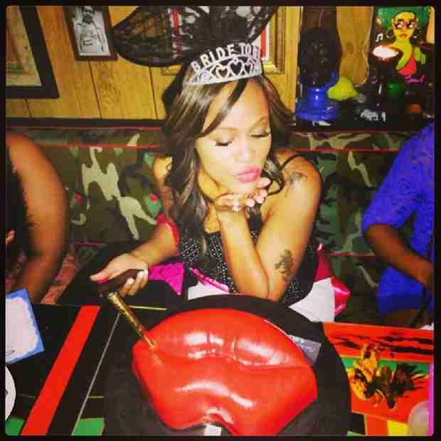 "Eve Celebrates at ""Final Bite"" Bachelorette Party With Friends! (PHOTOS)"