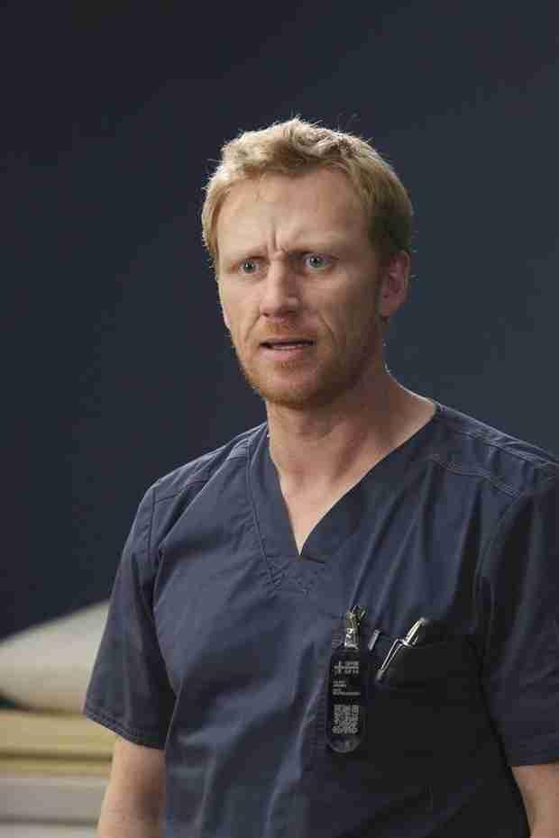 """Grey's Anatomy Season 10 Finale Spoiler: Owen Is """"In For a World of Pain"""""""