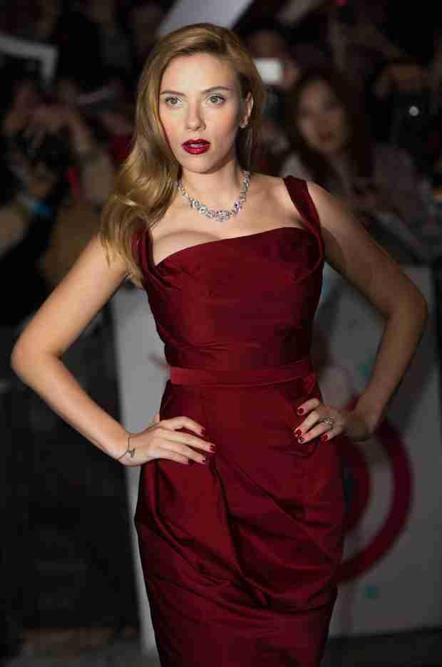 "Scarlett Johansson in Glamour: ""Don't Call Me ScarJo —It's Tacky"" (VIDEO)"