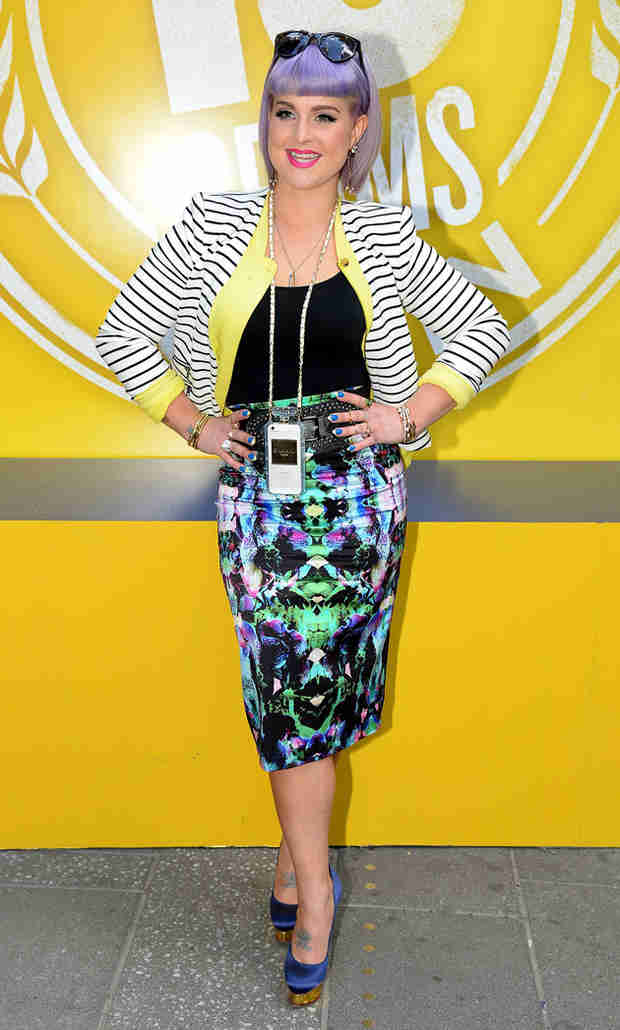 Kelly Osbourne Shows Off Tiny Waist Amidst Rumors She Gained 20 Pounds (VIDEO)