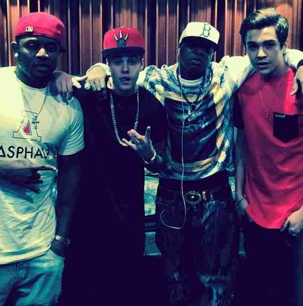 Justin Bieber Hits The Recording Studio With Austin Mahone (VIDEO)