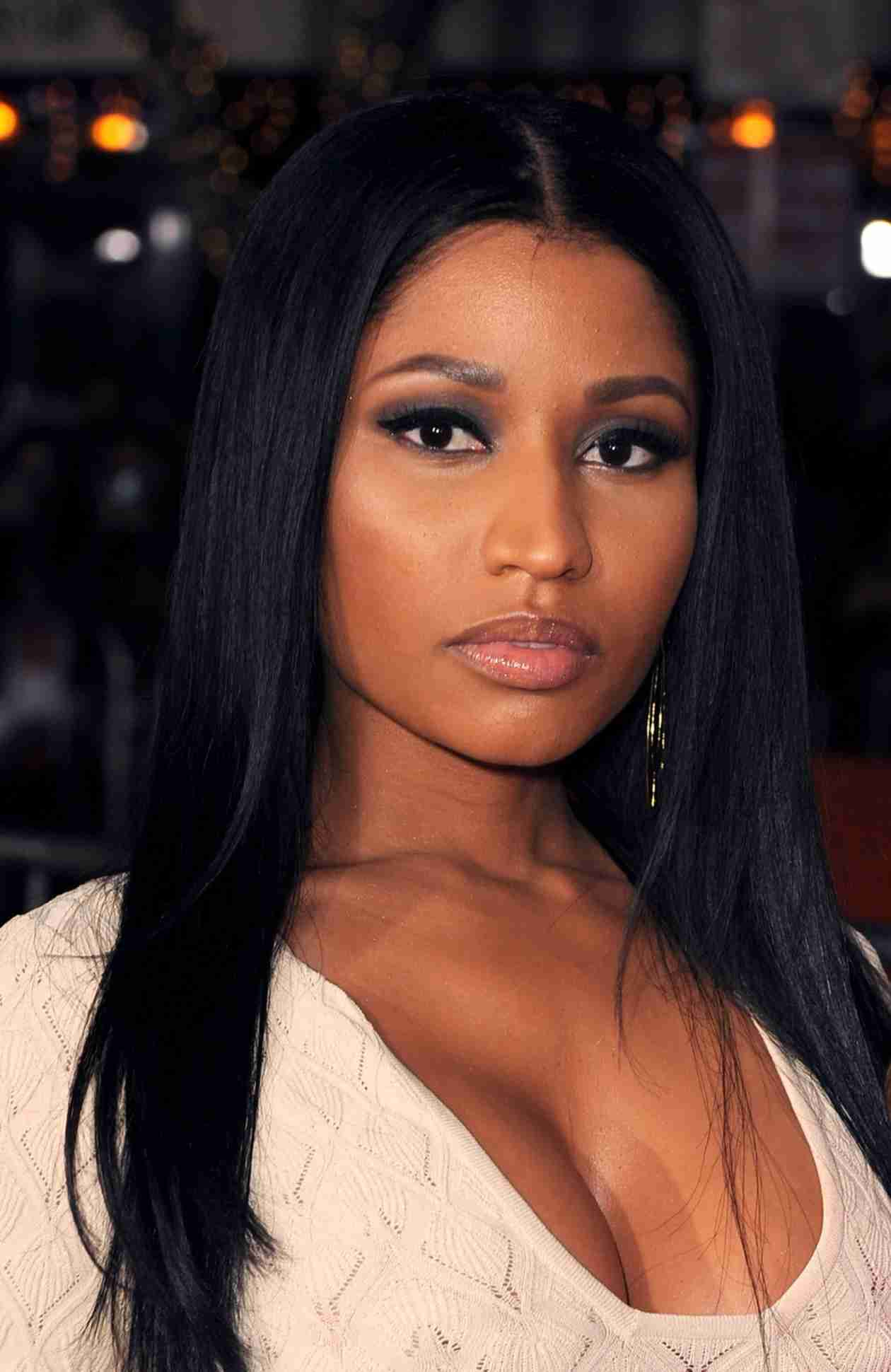 "Nicki Minaj Credits New Natural Look to Being More ""Confident"" (VIDEO)"