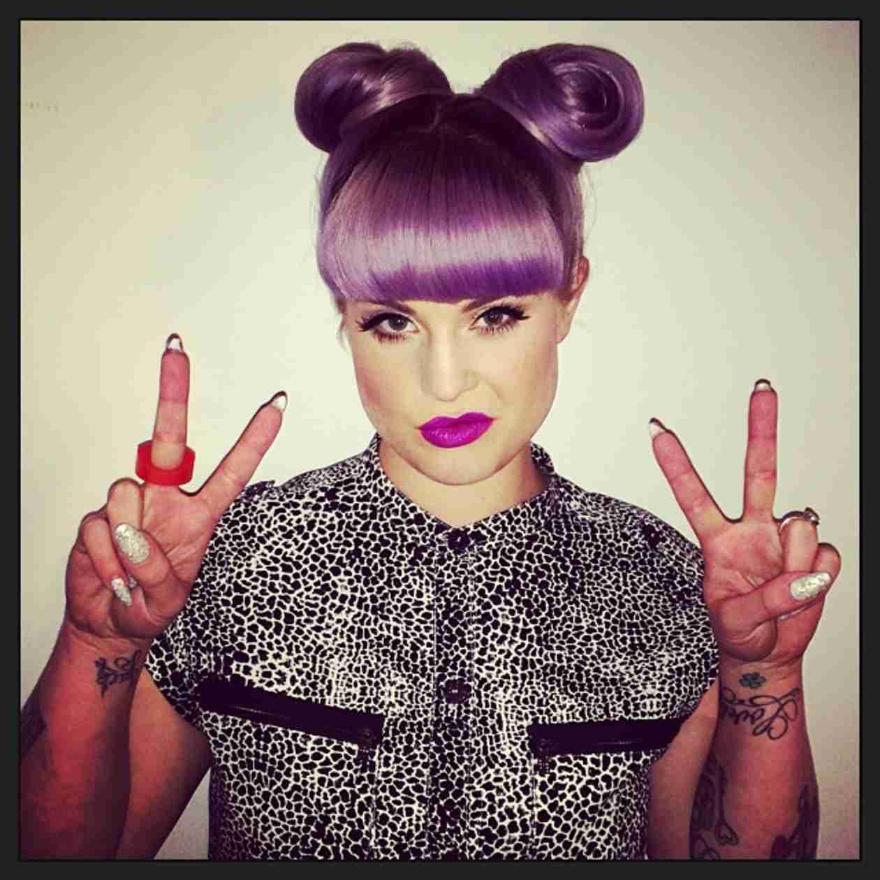 Kelly Osbourne Blasts Paris Hilton on Twitter After Coachella Encounter (VIDEO)