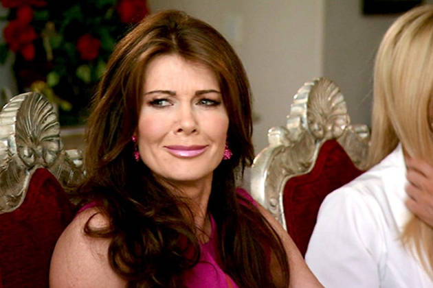 "Lisa Vanderpump to Officiate Weddings at Pump: ""I'm Actually a Minister!"" (VIDEO)"
