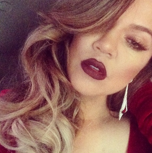 "Khloe Kardashian Tweets ""Don't F—k With My Little Sisters"" — Is It For Selena?"