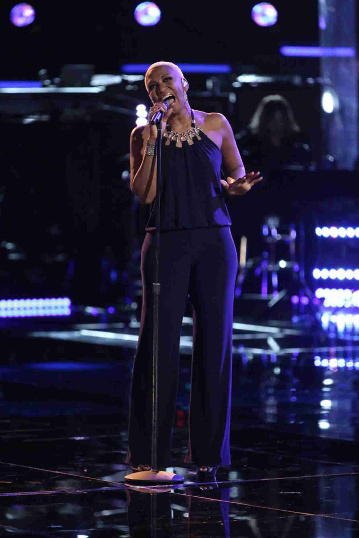 Watch Sisaundra Lewis Sing on The Voice 2014 Playoffs, April 8, 2014 (VIDEO)