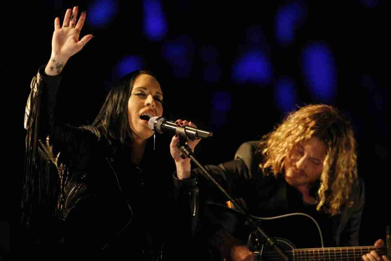 Watch Kat Perkins Sing on The Voice 2014 Live Shows, April 28, 2014 (VIDEO)