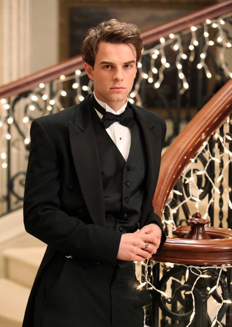 Is Nathaniel Buzolic Filming For The Vampire Diaries Right Now? (PHOTO)