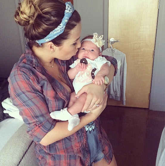 Jessie James and Eric Decker's Baby Daughter Looks So Hoppy! (PHOTOS)