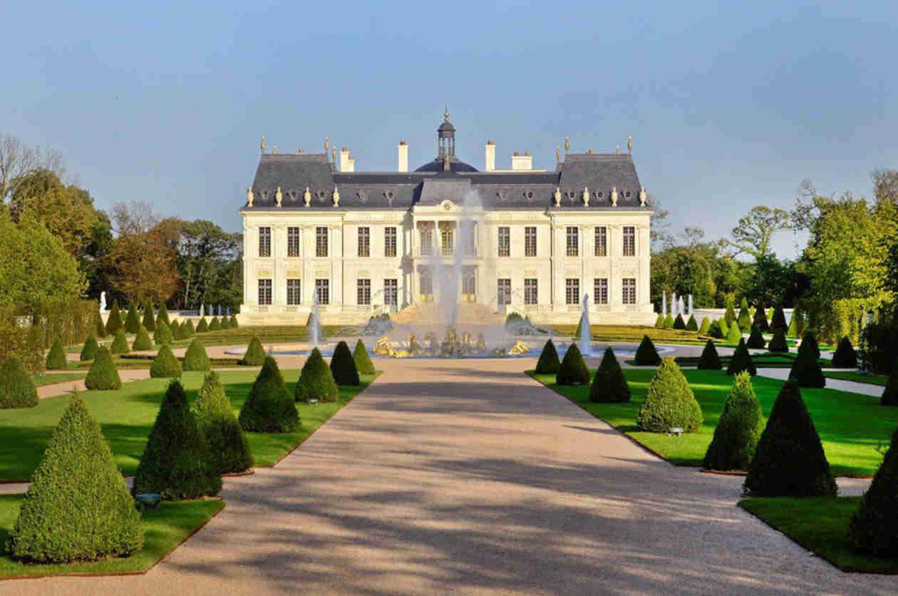 Kim Kardashian and Kanye West Wedding Location Revealed? See the Stunning French Château (VIDEO)