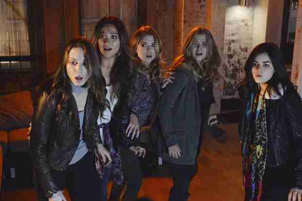 "Pretty Little Liars Season 5 Premiere Synopsis — ""EscApe From New York"""