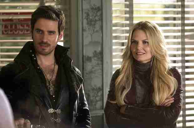 "Once Upon a Time Spoilers: Hook Has Earned Emma's ""Trust"""