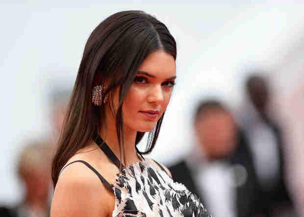 Kendall Jenner Has Major Malfunction While Presenting at Billboard Awards