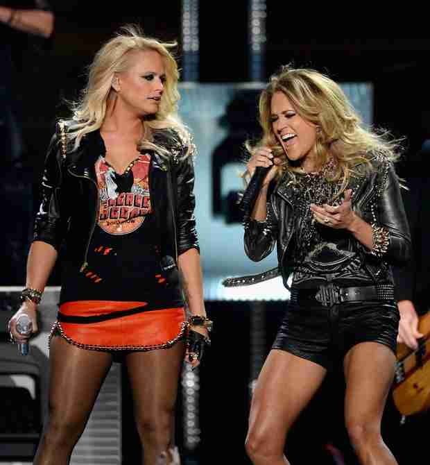 Miranda Lambert and Carrie Underwood Flaunt Sexy Bodies During Duet at 2014 Billboard Awards (VIDEO)