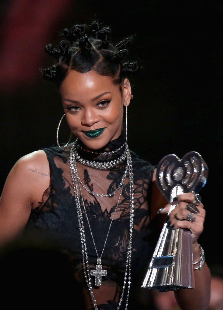 Rihanna Makes $25,000 Donation After Smashing LAPD Commission President's Phone (VIDEO)