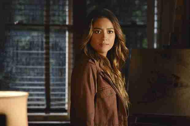 Pretty Little Liars Spoiler: Alison and Emily Scene In 100th Episode