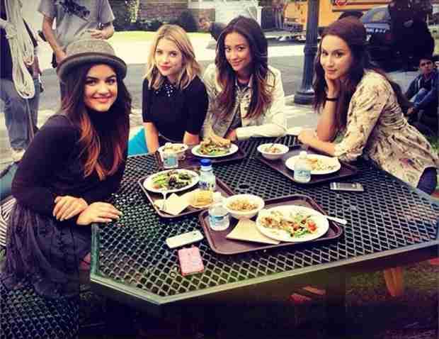 Pretty Little Liars 100th Episode Sneak Peek — Check Out the Liars on Set! (PHOTO)