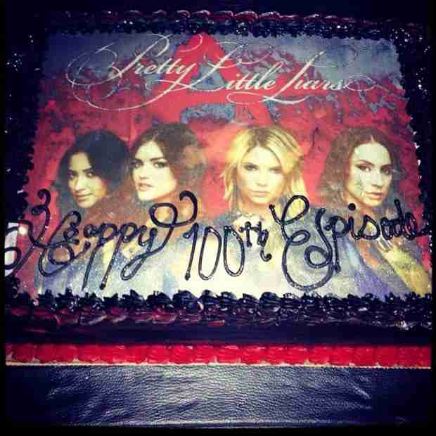 "Pretty Little Liars Celebrates 100 Episodes — Check Out This ""A""-mazing Cake! (PHOTO)"