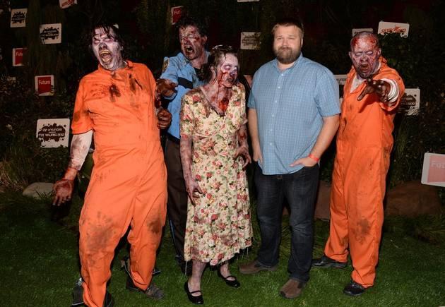 """The Walking Dead Season 5: Robert Kirkman Is Outside Train Car """"A"""" (PHOTO)"""