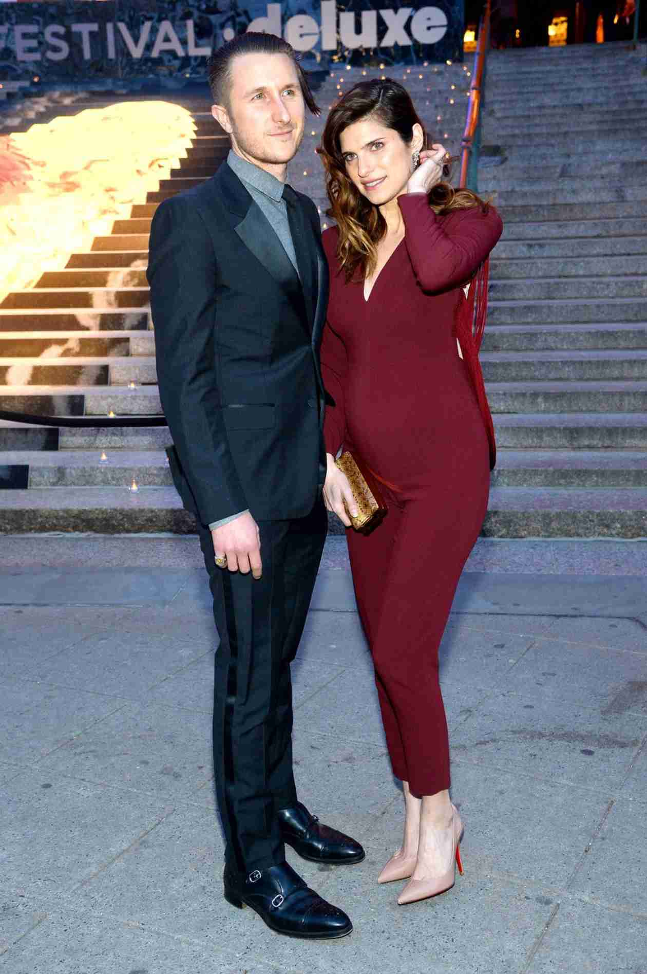 """Lake Bell Admits She Was """"Tired of Hiding"""" Her Baby Bump — See Her Growing Belly! (PHOTO)"""