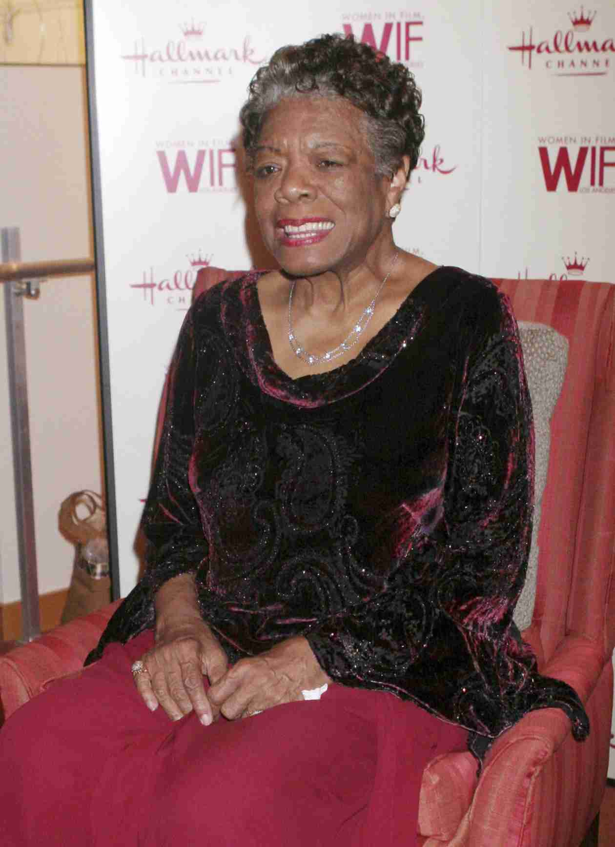 Legendary Poet and Author Maya Angelou Dies at 86 — Celebs React on Twitter (VIDEO)