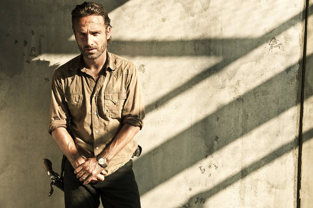 """The Walking Dead: Why Didn't Rick Grimes Lose His Hand on TV? Robert Kirkman Explains """"Impossible"""" Situation"""