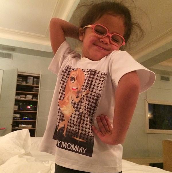 Mariah Carey and Nick Cannon's Daughter Monroe Mimics Her Mama! (PHOTOS)