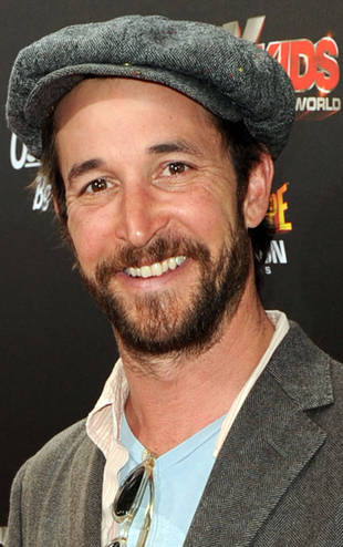 Noah Wyle Reveals He Married Sara Wells This Month