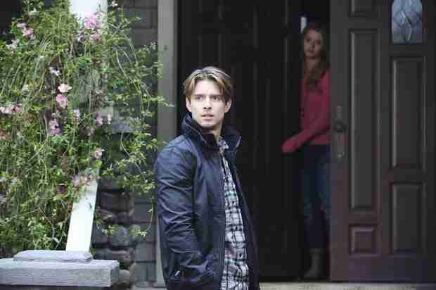 Pretty Little Liars Crazy Fan Theory: Jason Killed the Girl in Ali's Grave