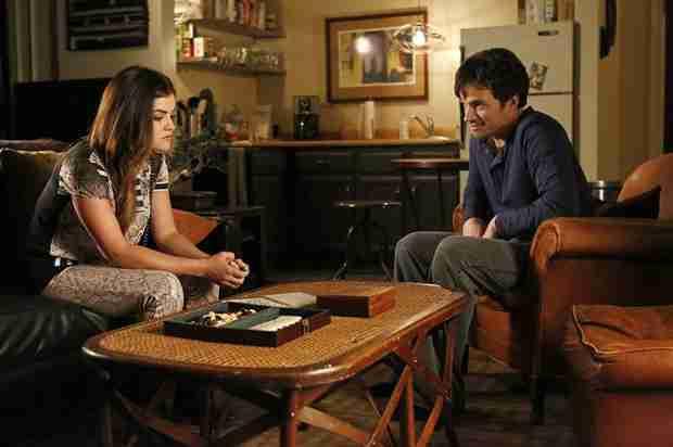 Pretty Little Liars Season 5 Spoilers: Ezra and Aria Bond Over WHAT?