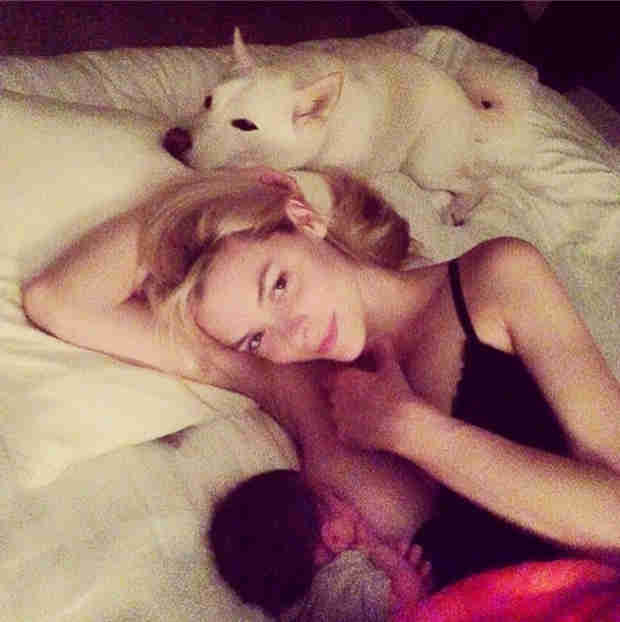 """Jaime King Shares a Breastfeeding Photo and Says It """"Should Not Be Taboo"""" (VIDEO)"""
