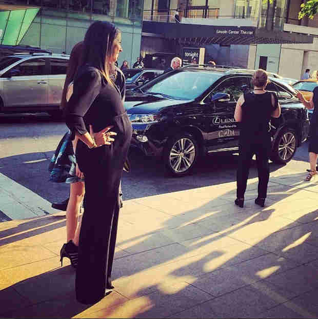 Pregnant Fashion Designer Rebecca Minkoff Shows Off Baby Bump at 2014 CFDA Awards! (PHOTO)