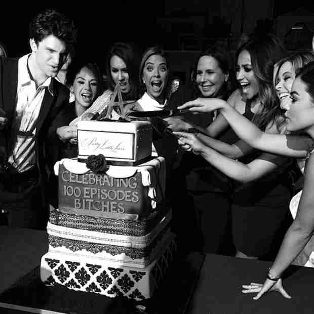 "Pretty Little Liars Cast Celebrates 100 Episodes With This ""A""-mazing Cake (PHOTO)"