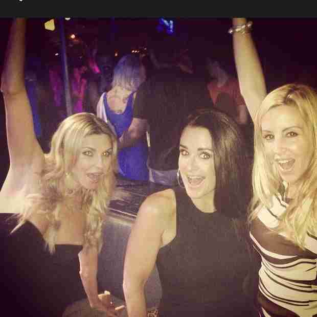 Kyle Richards and Brandi Glanville Party at PUMP With Camille Grammer (PHOTO)