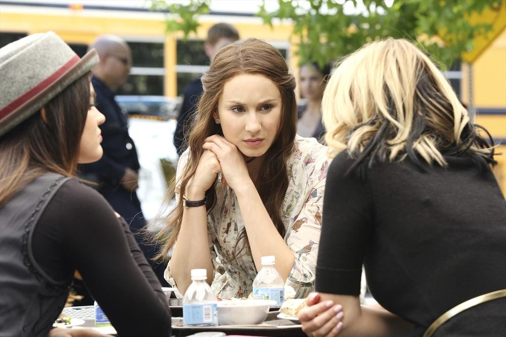 Pretty Little Liars Season 5, Episode 4 Sneak Peek: Is Mona After the Liars? (VIDEO)