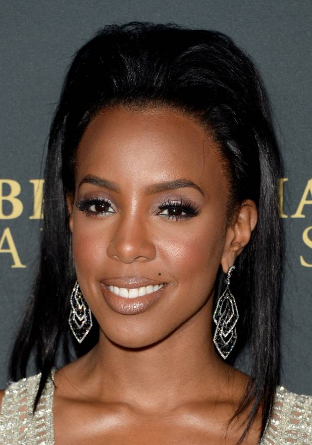 Pregnant Kelly Rowland Bares Her Baby Bump — See the Photo! (VIDEO)