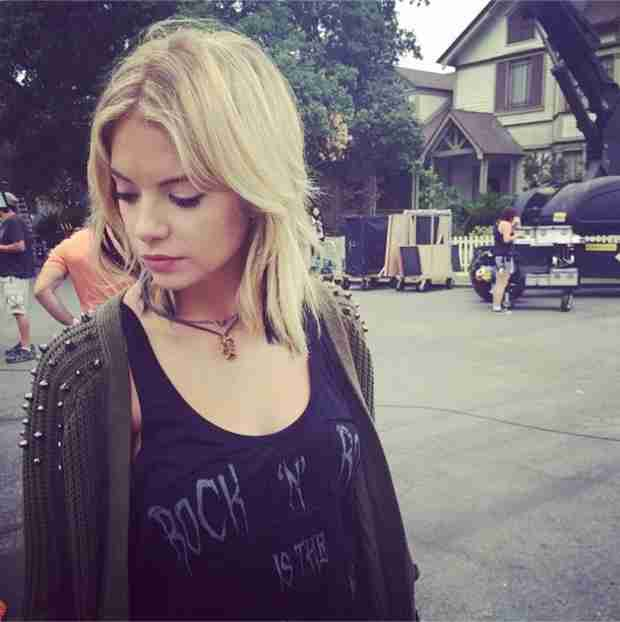 """Pretty Little Liars Christmas Episode Spoilers: Hanna Is on """"Edge"""" (PHOTO)"""