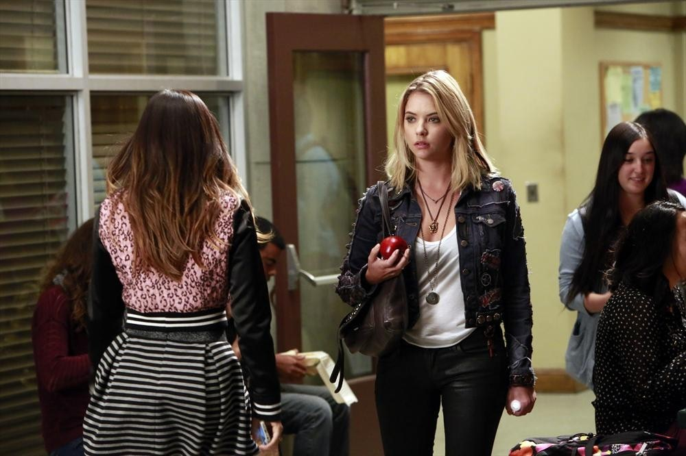 "Pretty Little Liars Promo: Season 5, Episode 9 — ""March of Crimes"" (VIDEO)"