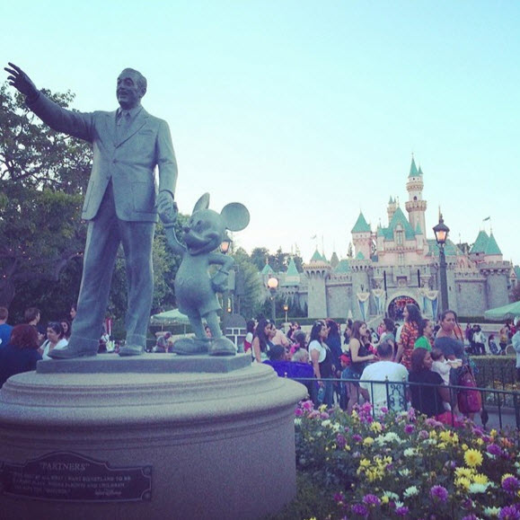 Kerry Washington Vacations in Disneyland With New Daughter and Family