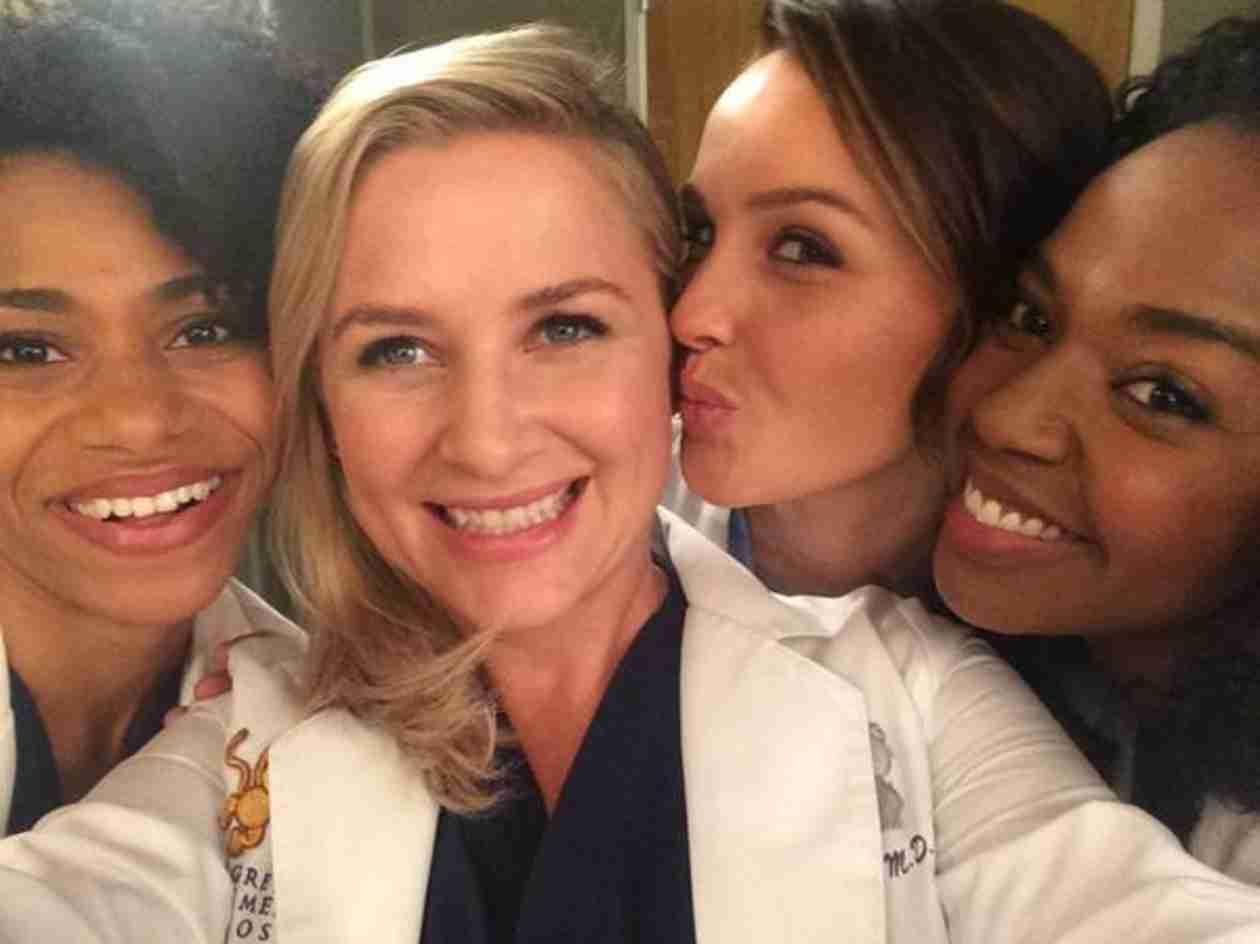 Grey's Anatomy: Jessica Capshaw Shares First Photo From Season 11 Set
