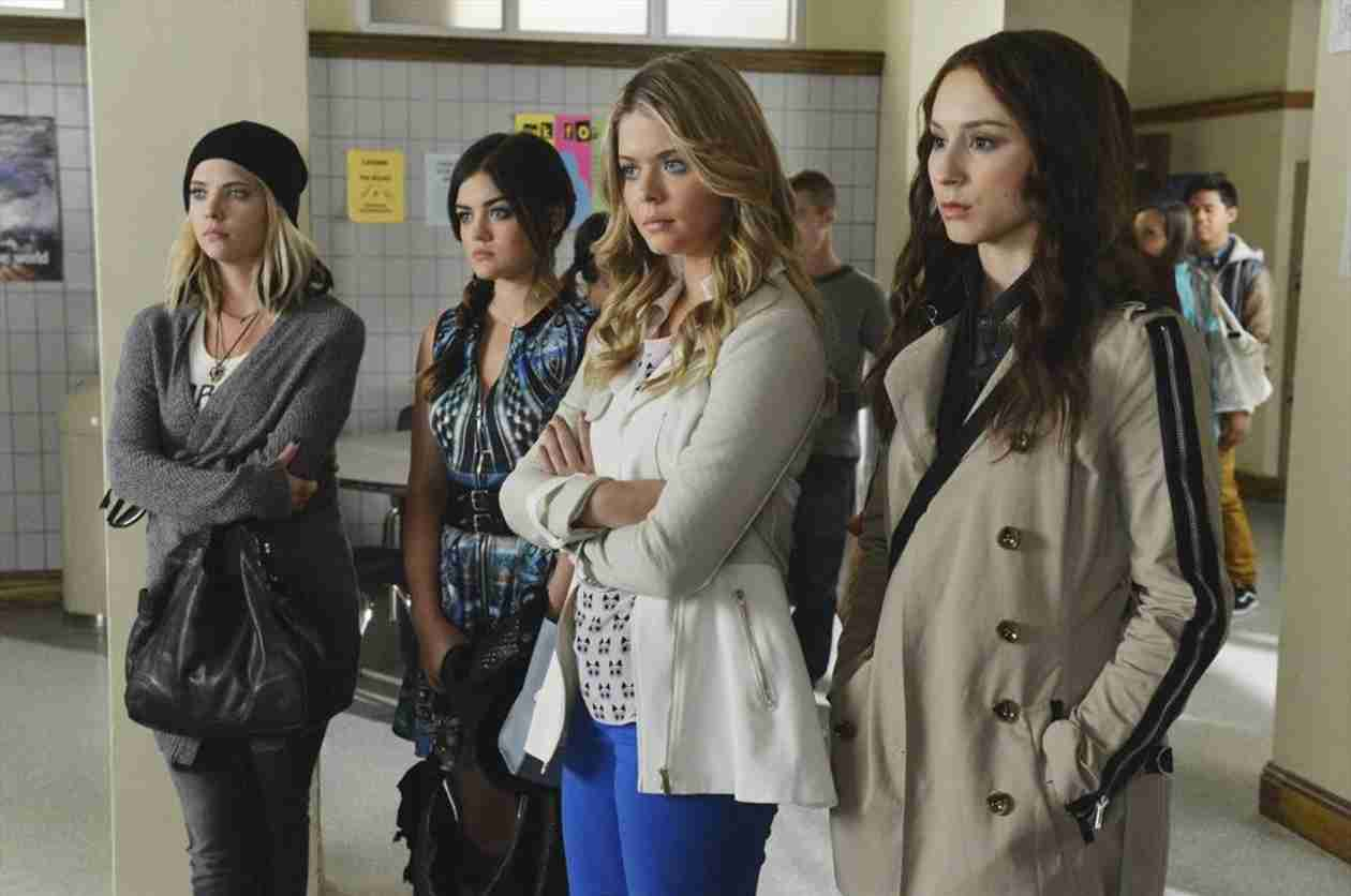 """Pretty Little Liars Christmas Episode Spoiler: Who Is the """"Newborn Queen""""?"""