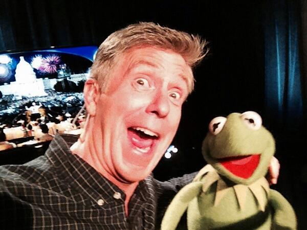 """""""A Capitol Fourth"""": Tom Bergeron Worried About His """"History"""" With Miss Piggy — Will She Behave?"""