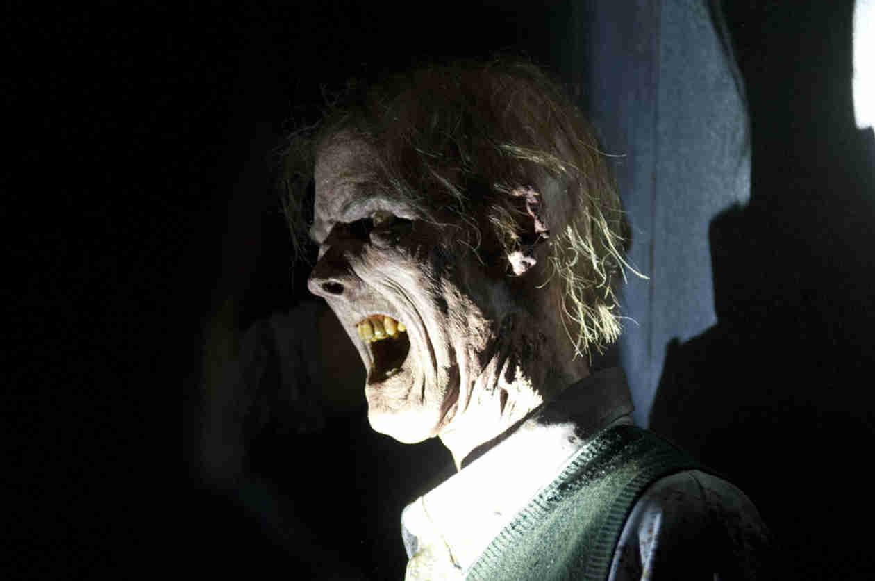 "The Walking Dead Is ""a Grown-Up Show,"" Season 5 Premiere Not Family Friendly"