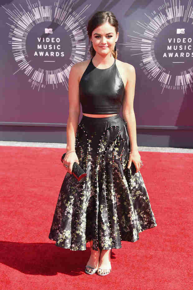 Lucy Hale Rocks 2014 VMAs Red Carpet in Black Leather Crop Top and Skirt (PHOTO)