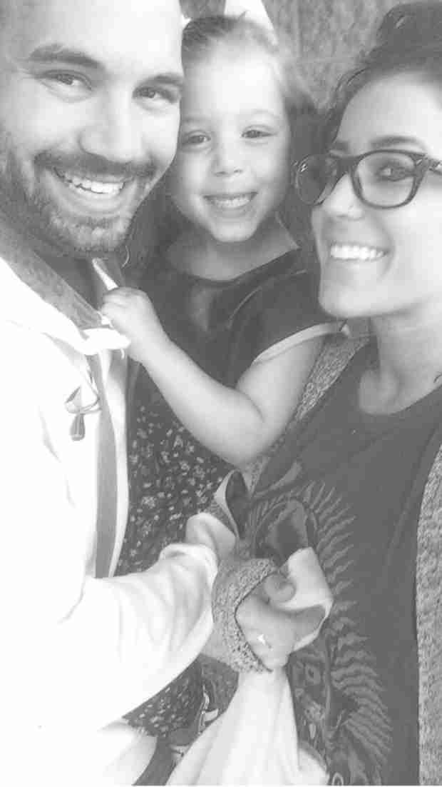 Chelsea Houska and Adam Lind Take a Family Selfie! (PHOTO)