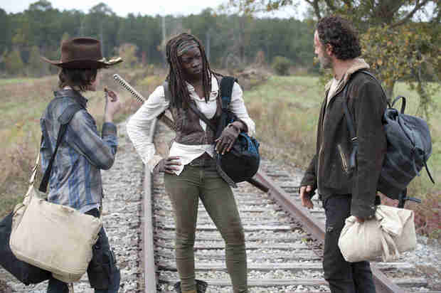 Filming of The Walking Dead Season 5: Back to an Urban Area! (VIDEO)