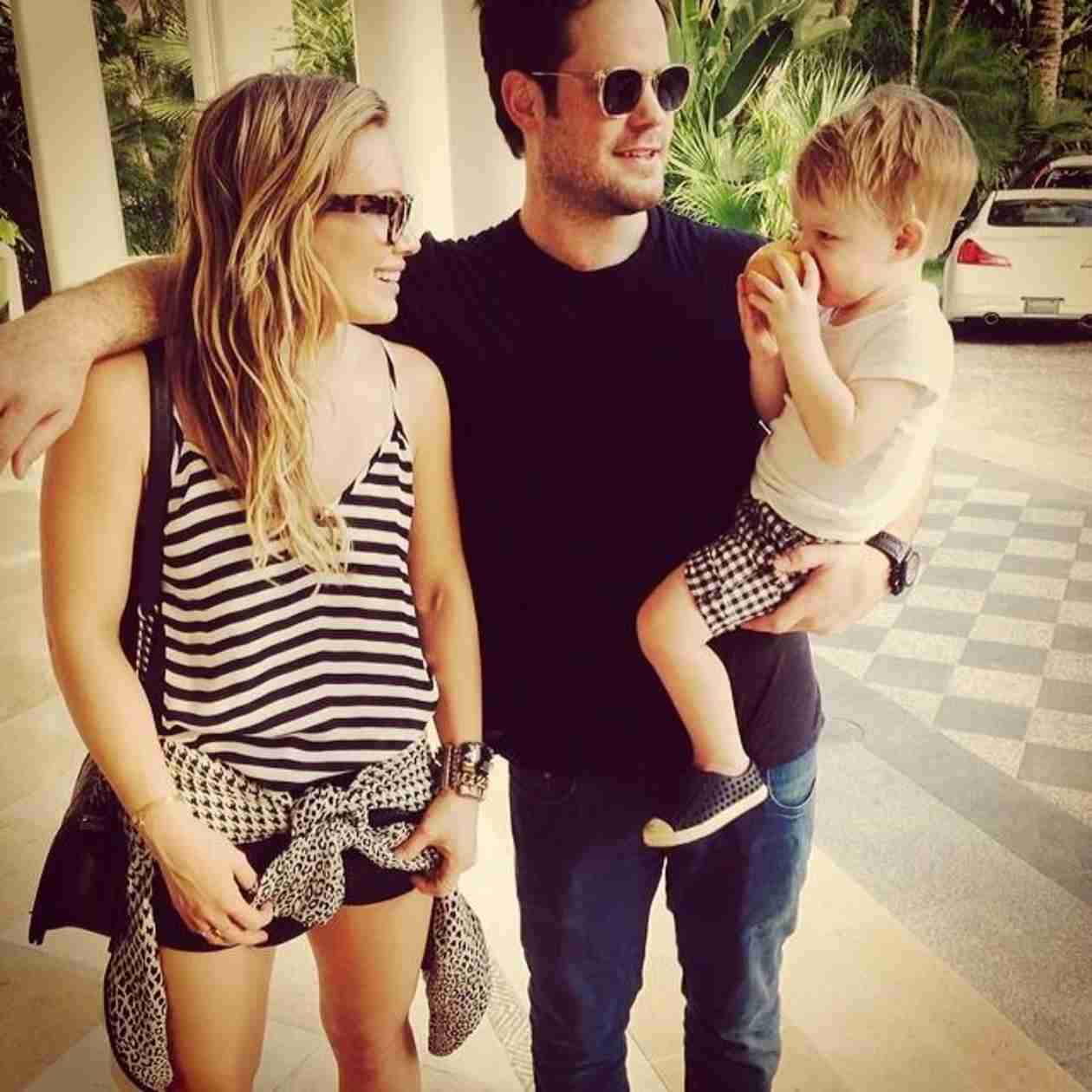How Is Hilary Duff Co-Parenting With Estranged Husband Mike Comrie? (PHOTO)