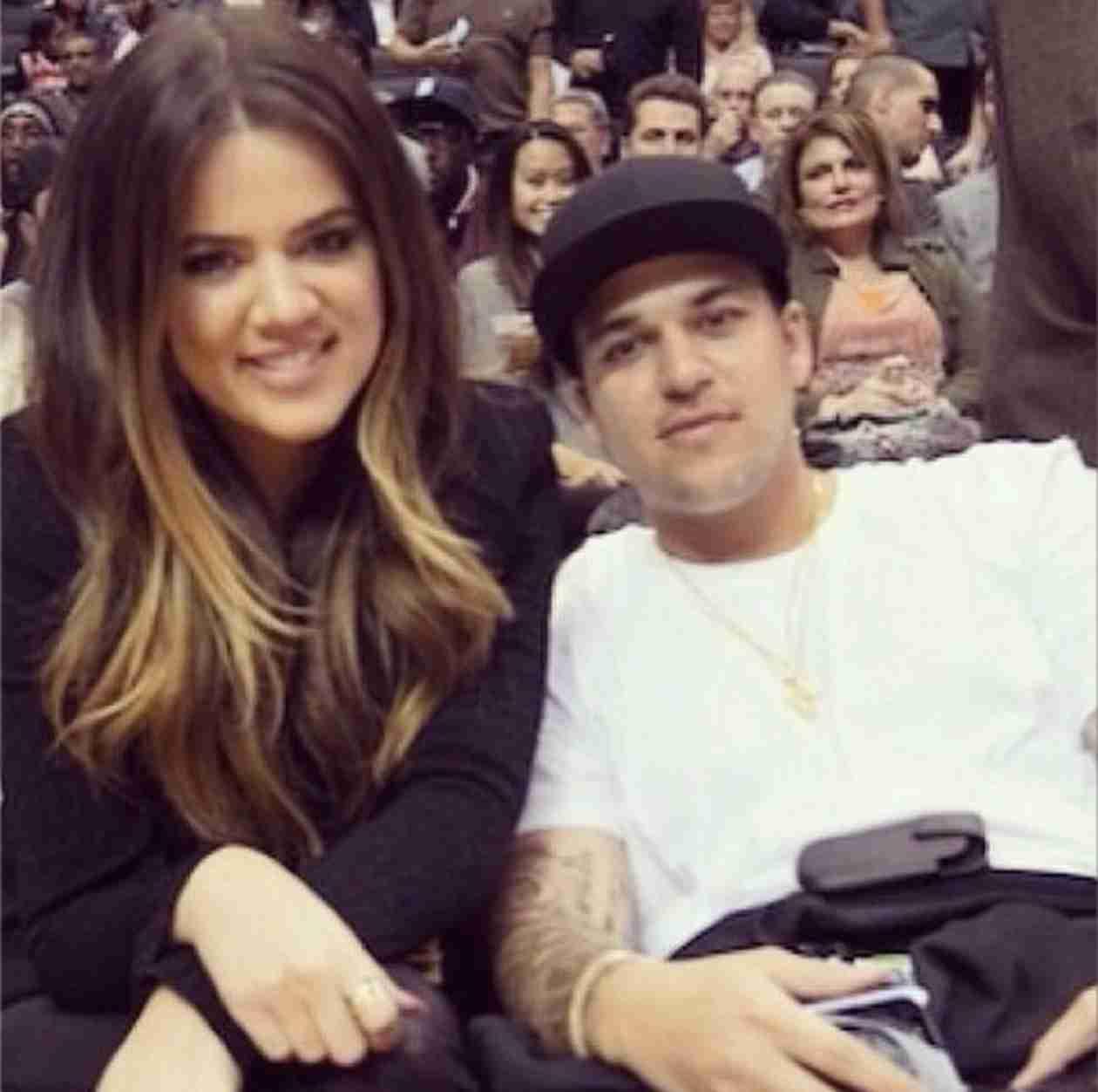 Khloe Kardashian Instagrams Support For Rob Amid Rehab Rumors